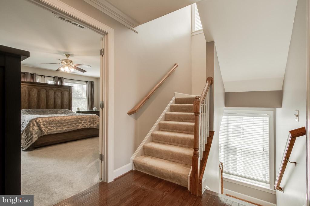 Upper level loft access - 23247 CHRISTOPHER THOMAS LN, BRAMBLETON