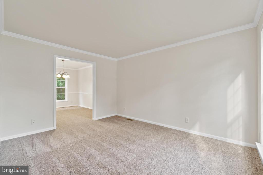 New carpet on main and upper levels - 15 SARRINGTON CT, STAFFORD