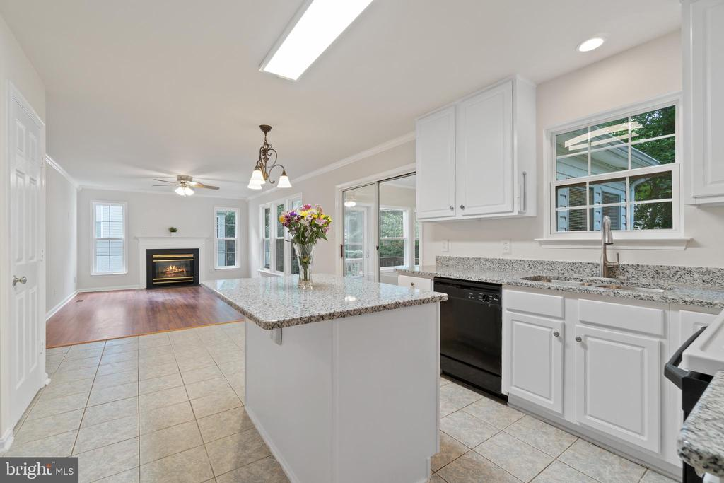 Newly painted cabinets and new granite countertops - 15 SARRINGTON CT, STAFFORD