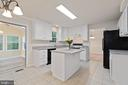 Spacious kitchen with dining area - 15 SARRINGTON CT, STAFFORD