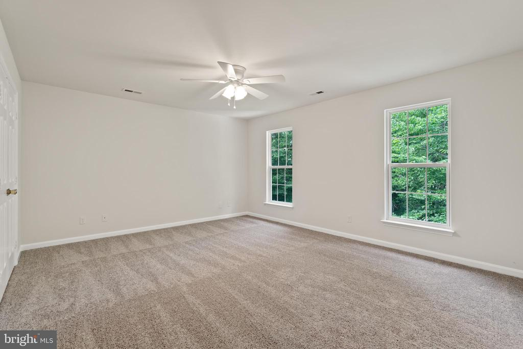 View of primary bedroom from hallway - 15 SARRINGTON CT, STAFFORD