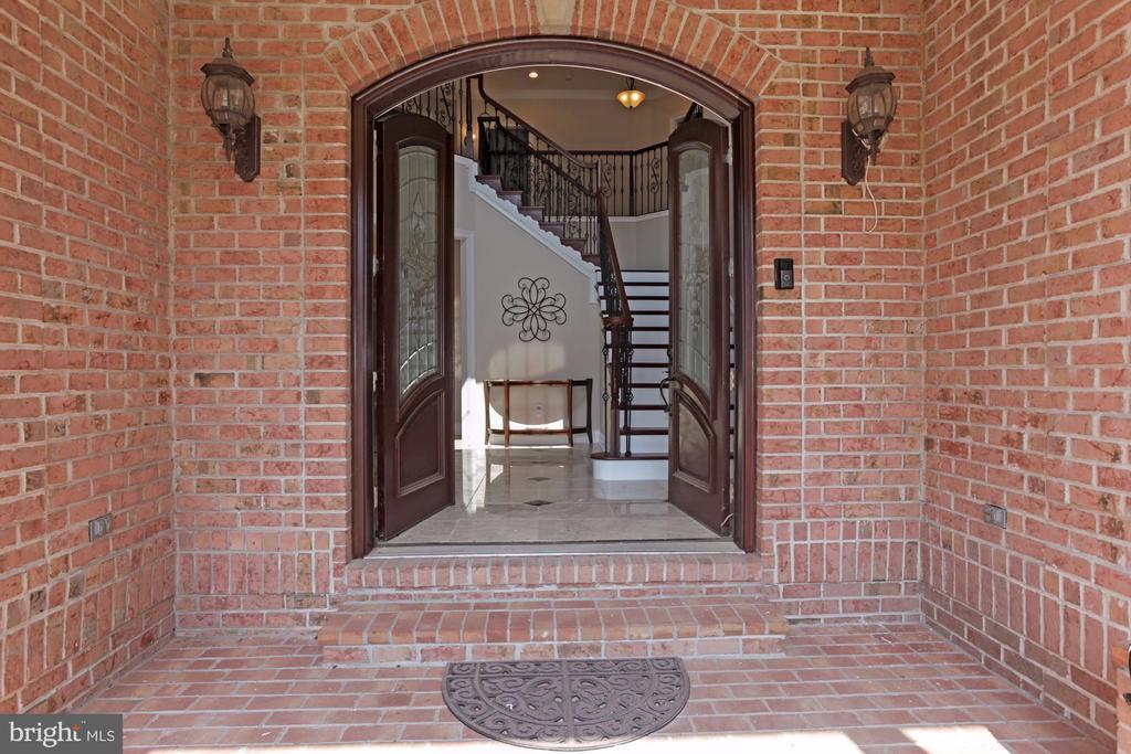 Gorgeous Brick Entry. - 11400 ALESSI DR, MANASSAS