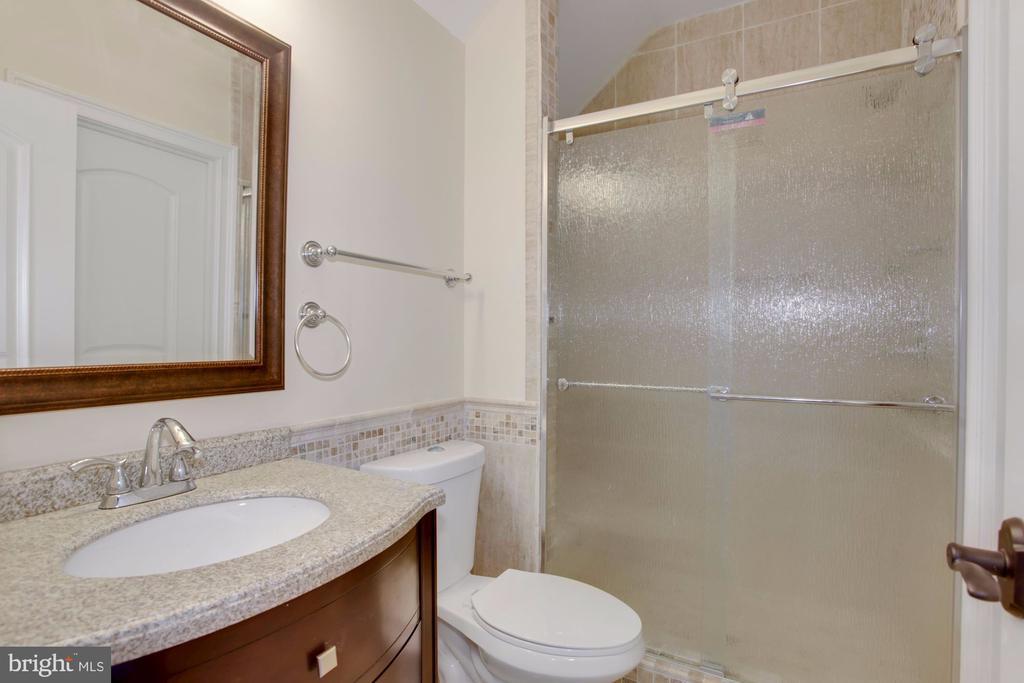 Full Bath! - 11400 ALESSI DR, MANASSAS