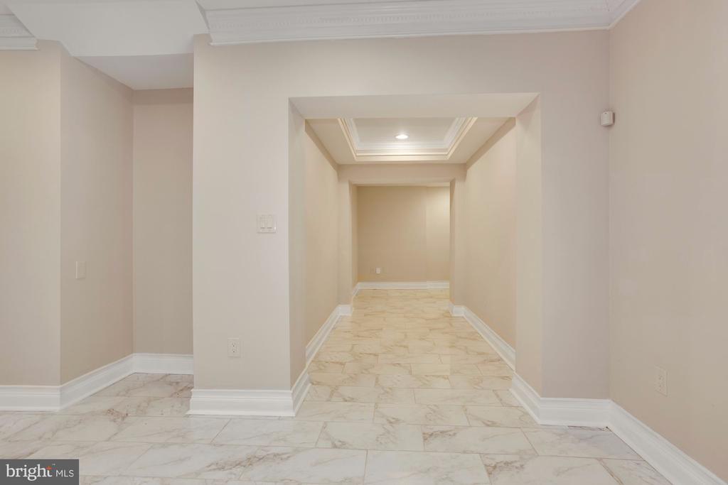 Secret Hallway to the Detached Garage. - 11400 ALESSI DR, MANASSAS
