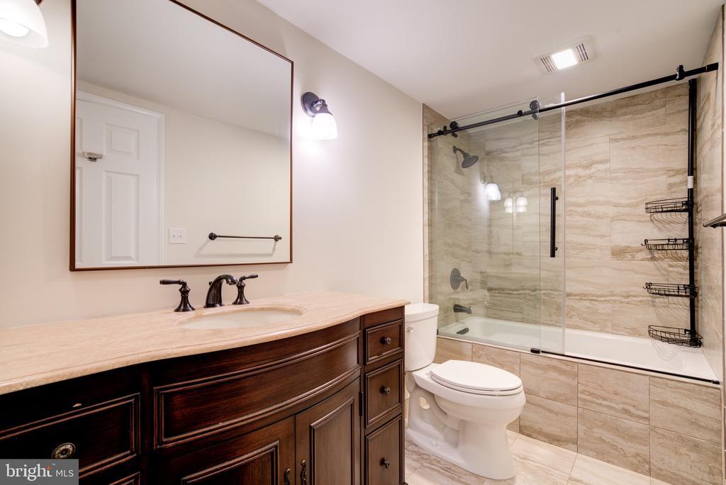 Bathroom - 2400 CLARENDON BLVD #316, ARLINGTON