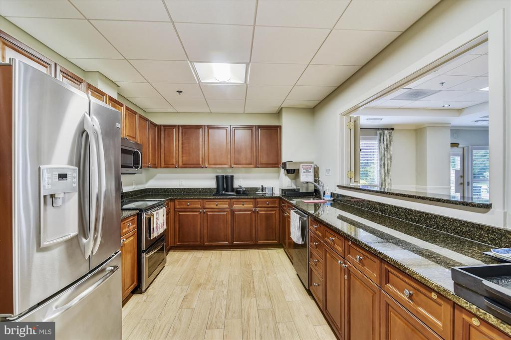 Huge remodeled gourmet party room kitchen - 19375 CYPRESS RIDGE TER #904, LEESBURG