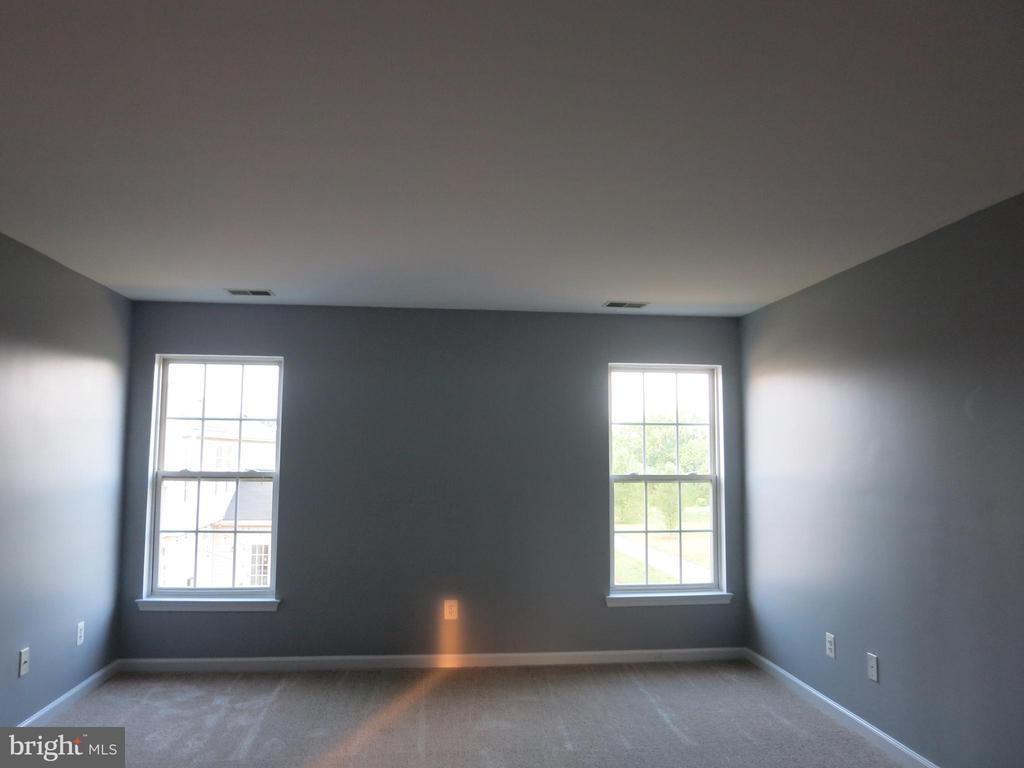 Genrouse size Master bedroom - 11139 EAGLE CT, BEALETON