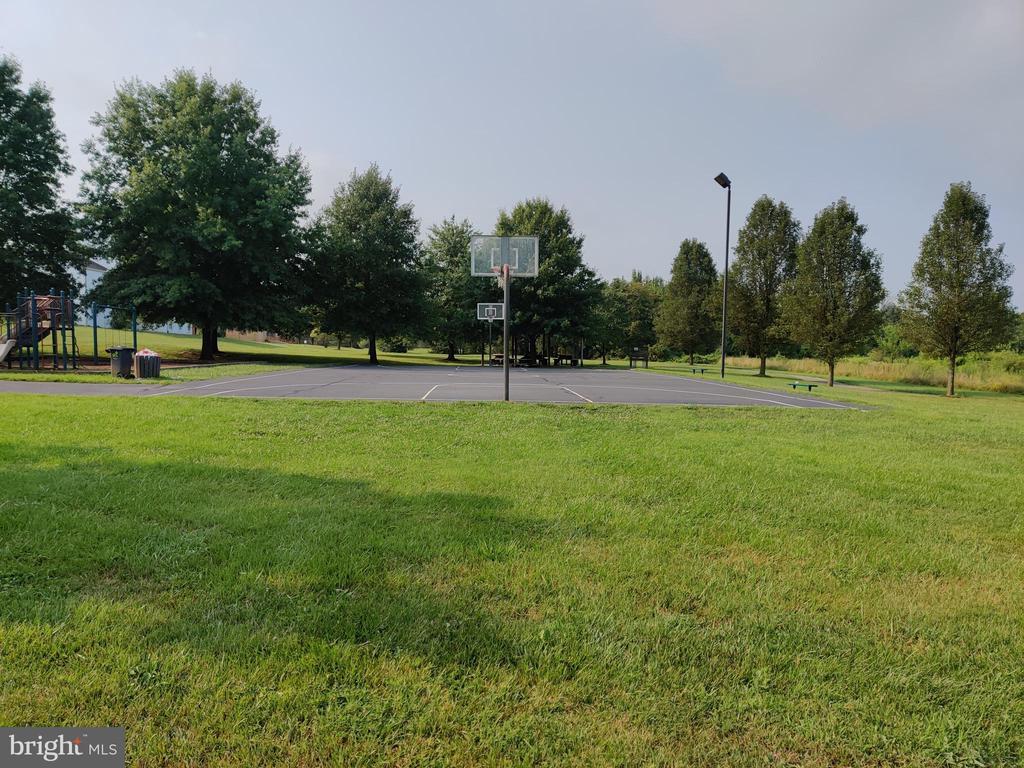 Community play ground - 11139 EAGLE CT, BEALETON