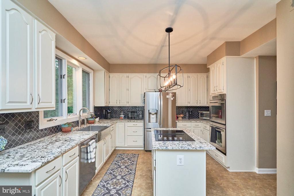 Kitchen with Granite - 4291 LAWNVALE DR, GAINESVILLE