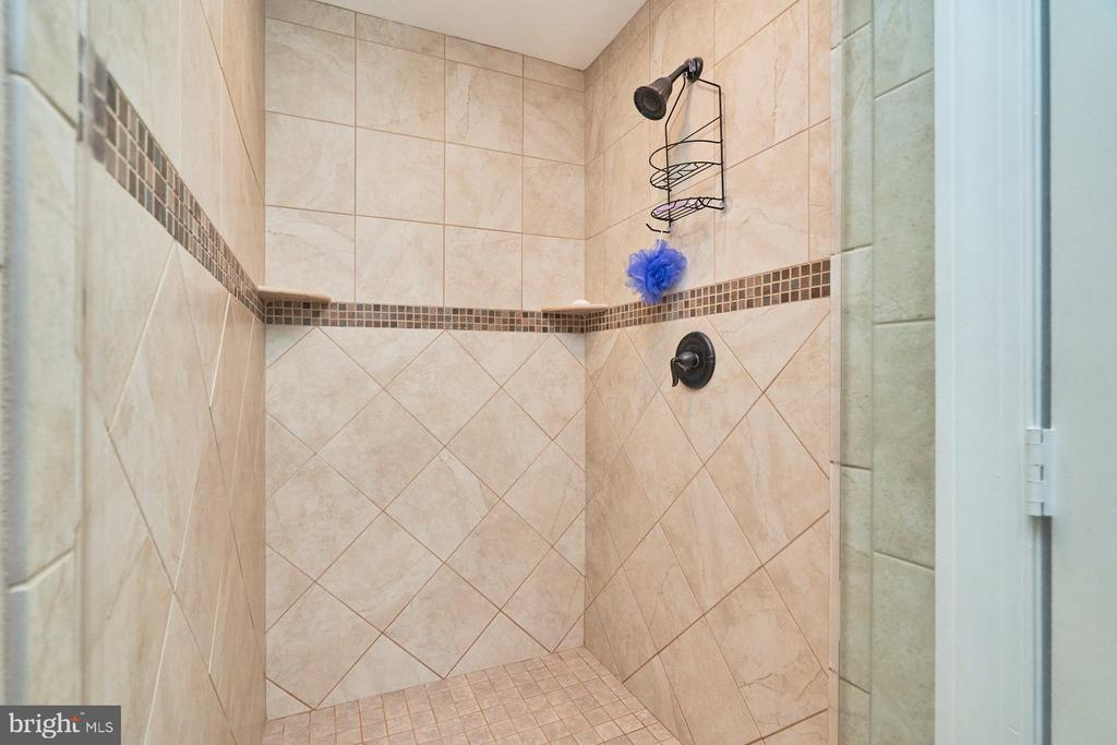 Extra Large Shower Stall - 4291 LAWNVALE DR, GAINESVILLE