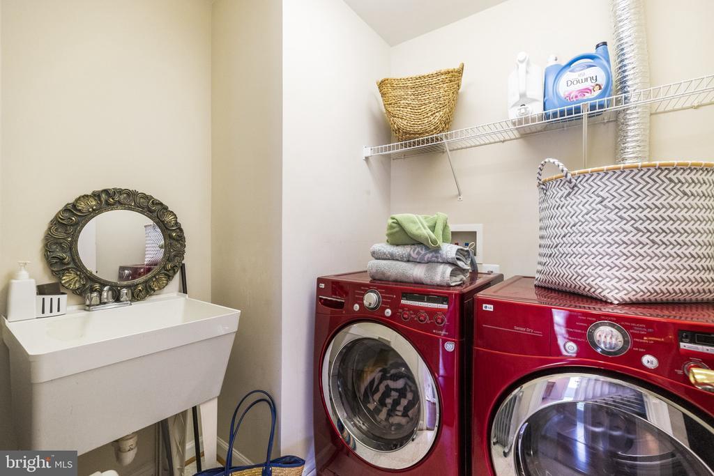Bedroom Level Large laundry Room with Sink - 23084 PECOS LN, BRAMBLETON