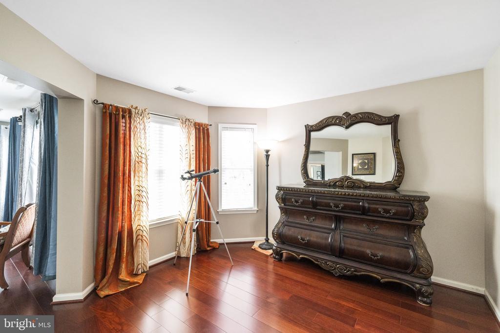 Master Bed  with Extra Sitting Area - 23084 PECOS LN, BRAMBLETON