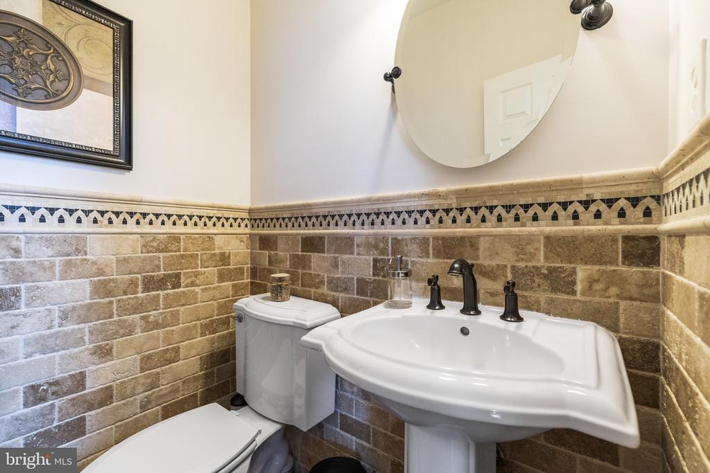 Tastefully Done Hall Bath - 23084 PECOS LN, BRAMBLETON
