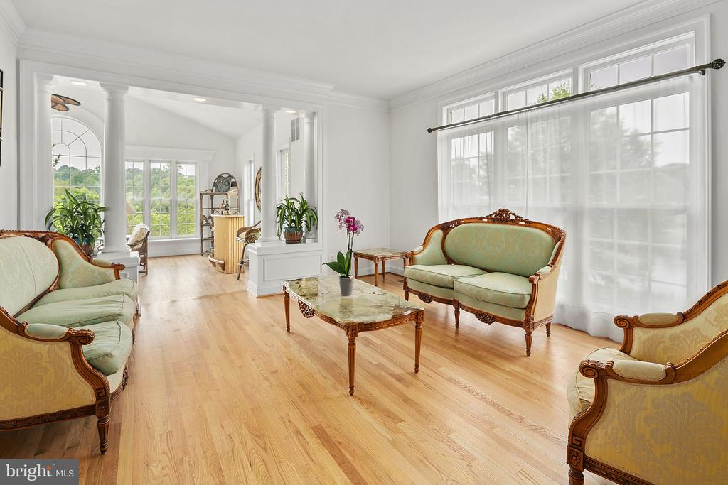 Floor to ceiling windows - 2792 MARSHALL LAKE DR, OAKTON