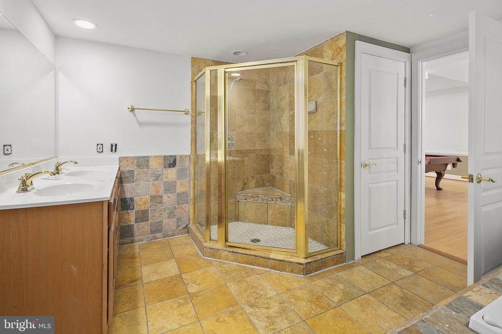 Lower level full bathroom - 2792 MARSHALL LAKE DR, OAKTON