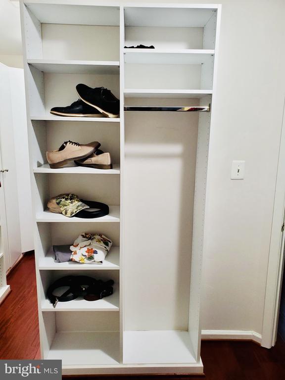 Master closet - 23084 PECOS LN, BRAMBLETON