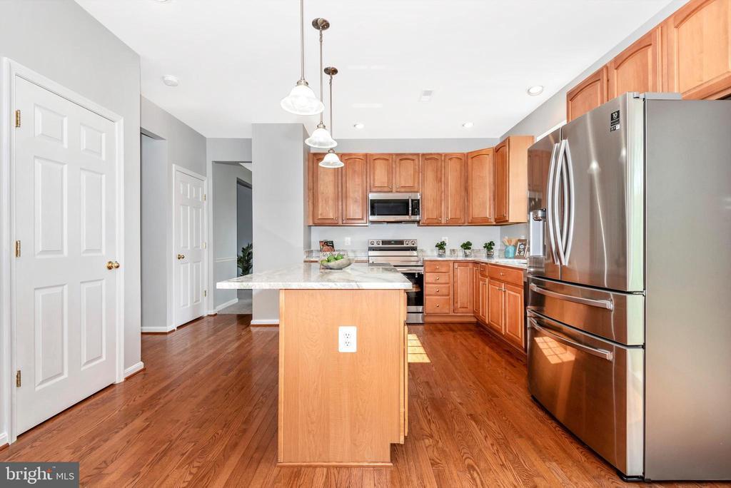 Kitchen w/ SS Appliances & Granite Counters - 303 TIGER WAY, BOONSBORO