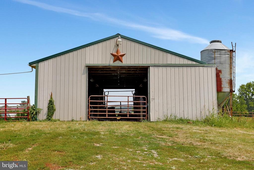 Enclosed pole barn Equipped with electric... - 857 MT HAMMOND, CHARLES TOWN