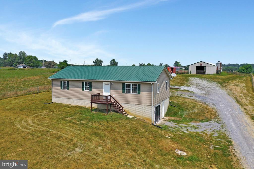 Rancher with walk out basement - 857 MT HAMMOND, CHARLES TOWN