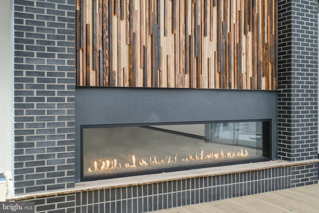10 foot wide modern linear fireplace� - 1120 GUILFORD CT, MCLEAN
