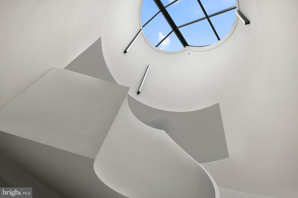 Curved staircase with ellipse skylight - 1120 GUILFORD CT, MCLEAN