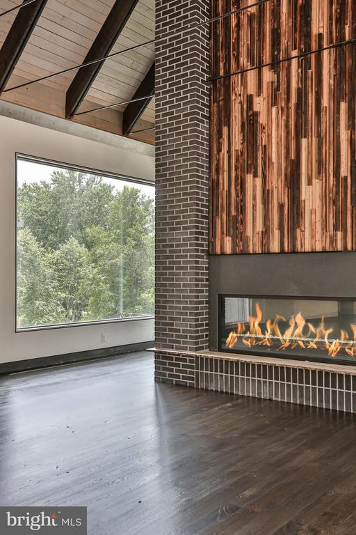 Large corner window in the living room - 1120 GUILFORD CT, MCLEAN