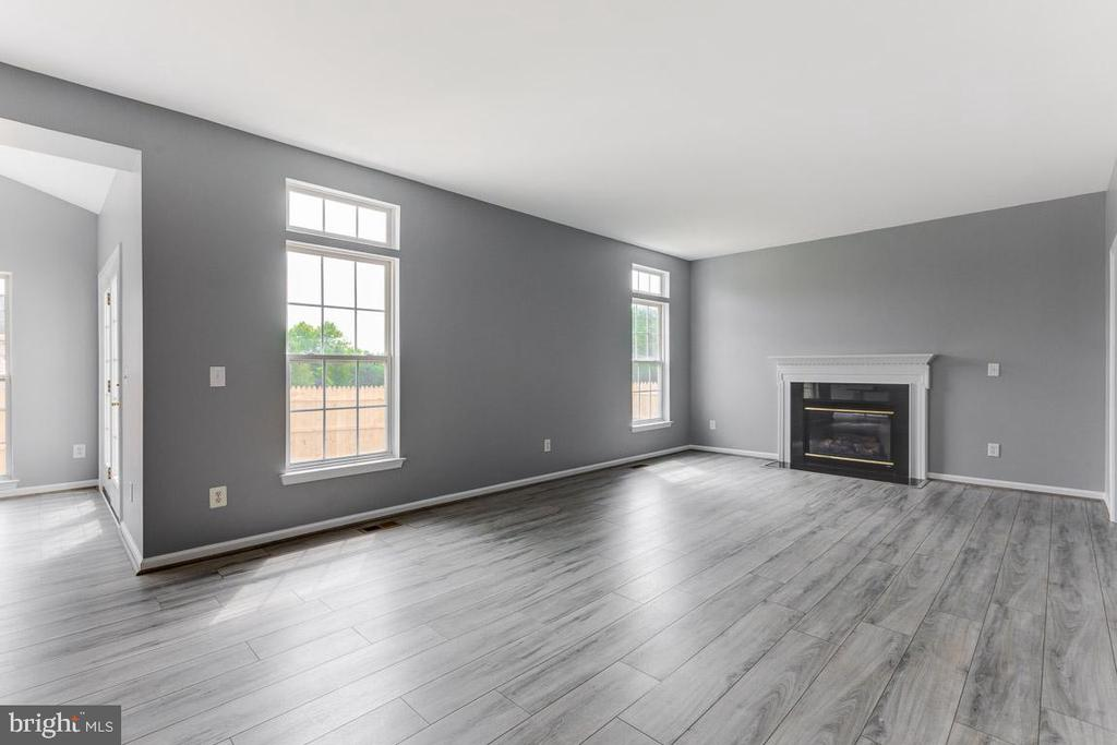 More view of the Family room - 11139 EAGLE CT, BEALETON