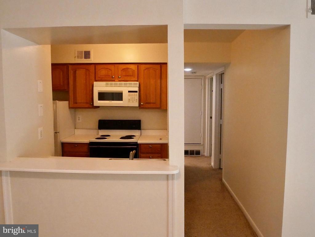 Kitchen to hallway - 5761 REXFORD CT #S, SPRINGFIELD