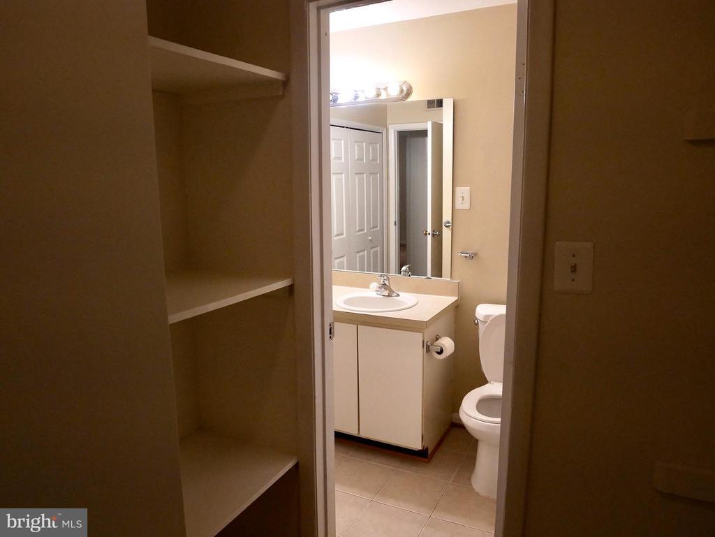 Master Walk-in Closet to bathroom - 5761 REXFORD CT #S, SPRINGFIELD