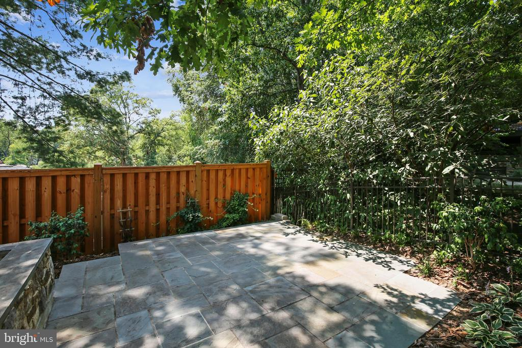 Lower flagstone patio - 3038 N PEARY ST, ARLINGTON