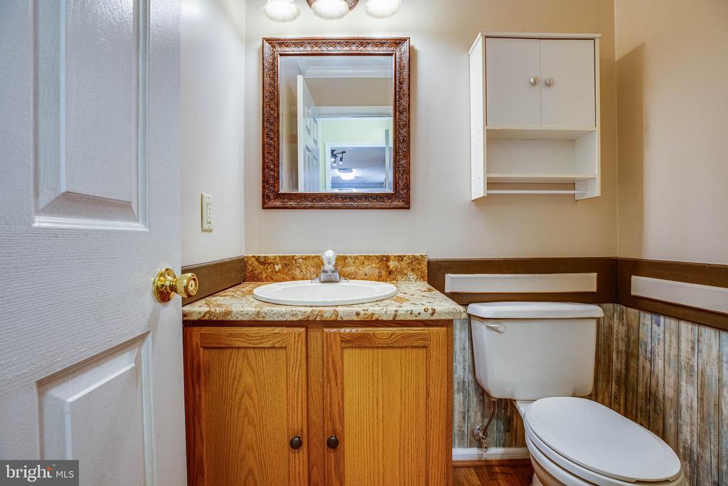 Main floor half bath - 15060 LESTER LN, MILFORD