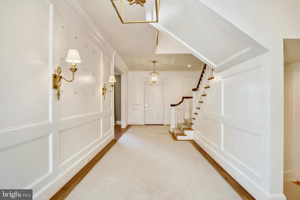 Wainscoting on walls in foyer and up the stairs - 3038 N PEARY ST, ARLINGTON