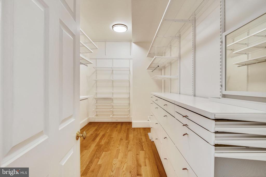 Dressing room  - Primary Suite - 3038 N PEARY ST, ARLINGTON