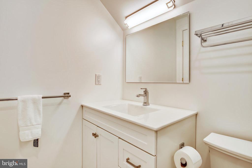 Level 4  bath - 3038 N PEARY ST, ARLINGTON