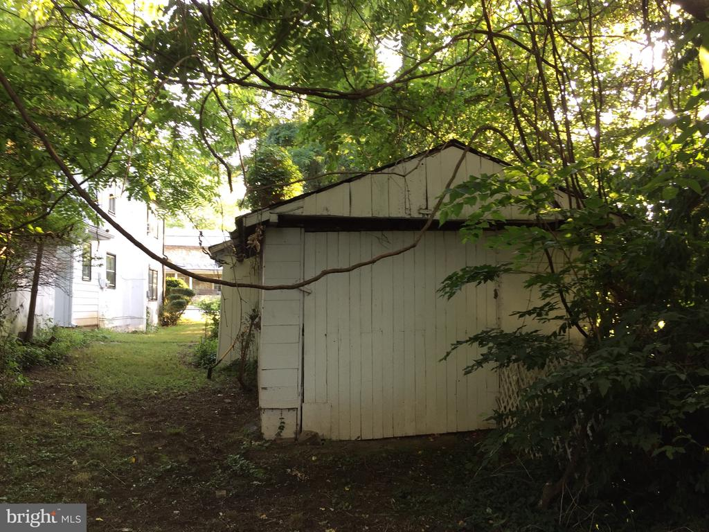 rear of side shed - 14 LIBERTY ST, BERRYVILLE