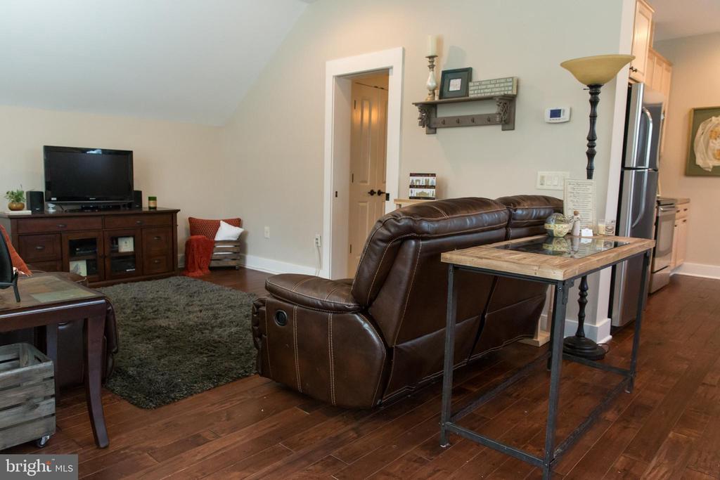 Apartment living area - 13686 HIDDENHOLLOW LN, LEESBURG