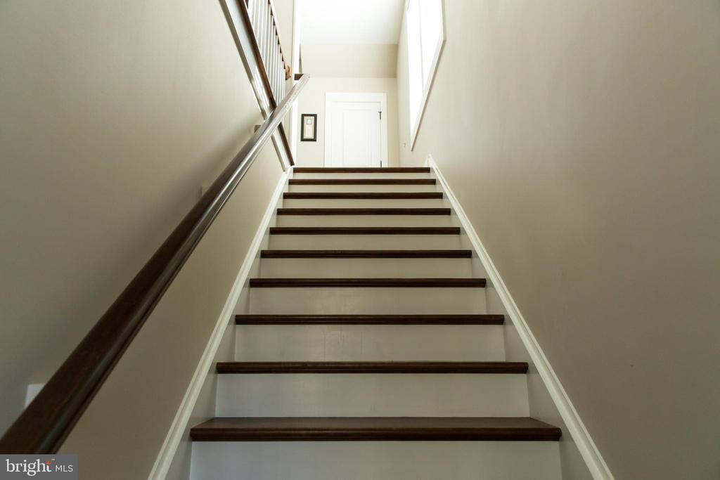 Apartment stairs bottom - 13686 HIDDENHOLLOW LN, LEESBURG