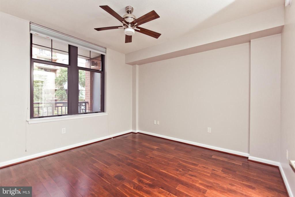 Second Owners Suite - 1021 N GARFIELD ST #242, ARLINGTON