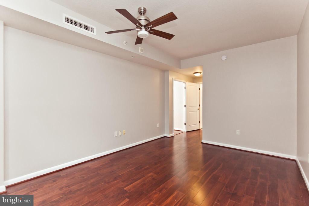 Primary Owners Suite - 1021 N GARFIELD ST #242, ARLINGTON