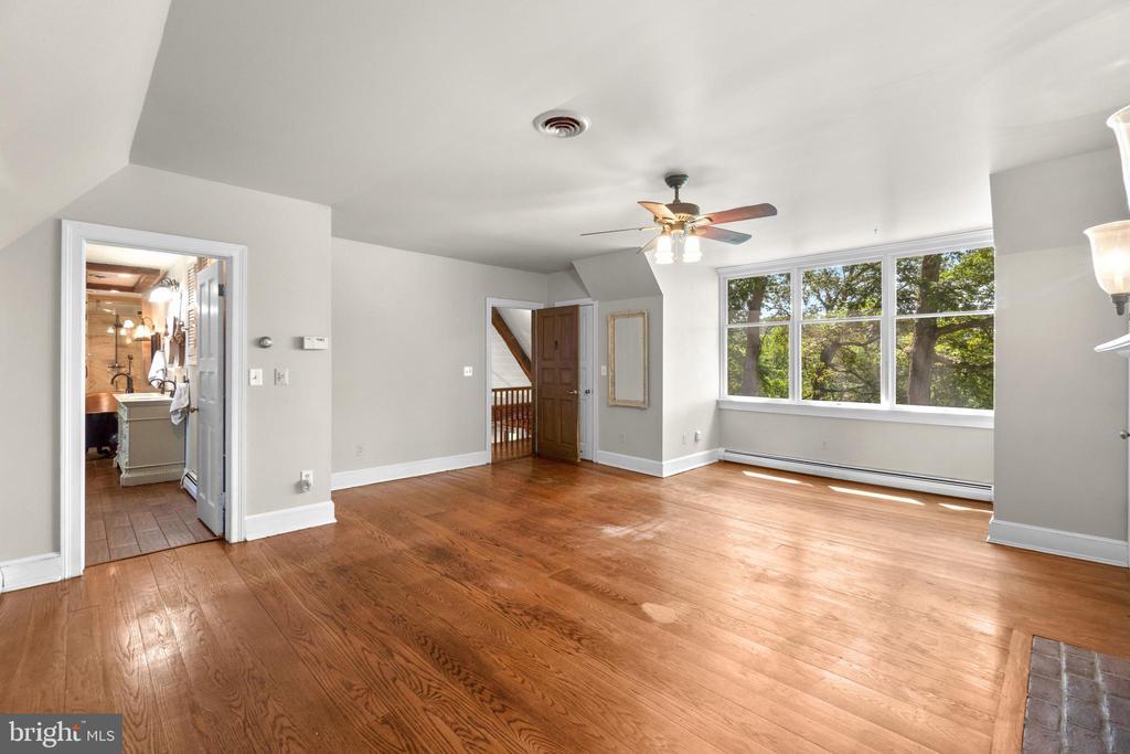 Owner's bedroom - 2425 DAISY RD, WOODBINE
