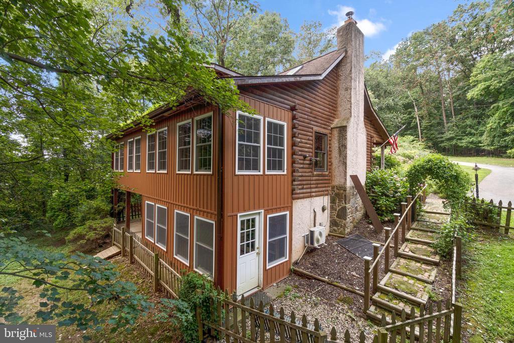 Guest house - 2425 DAISY RD, WOODBINE