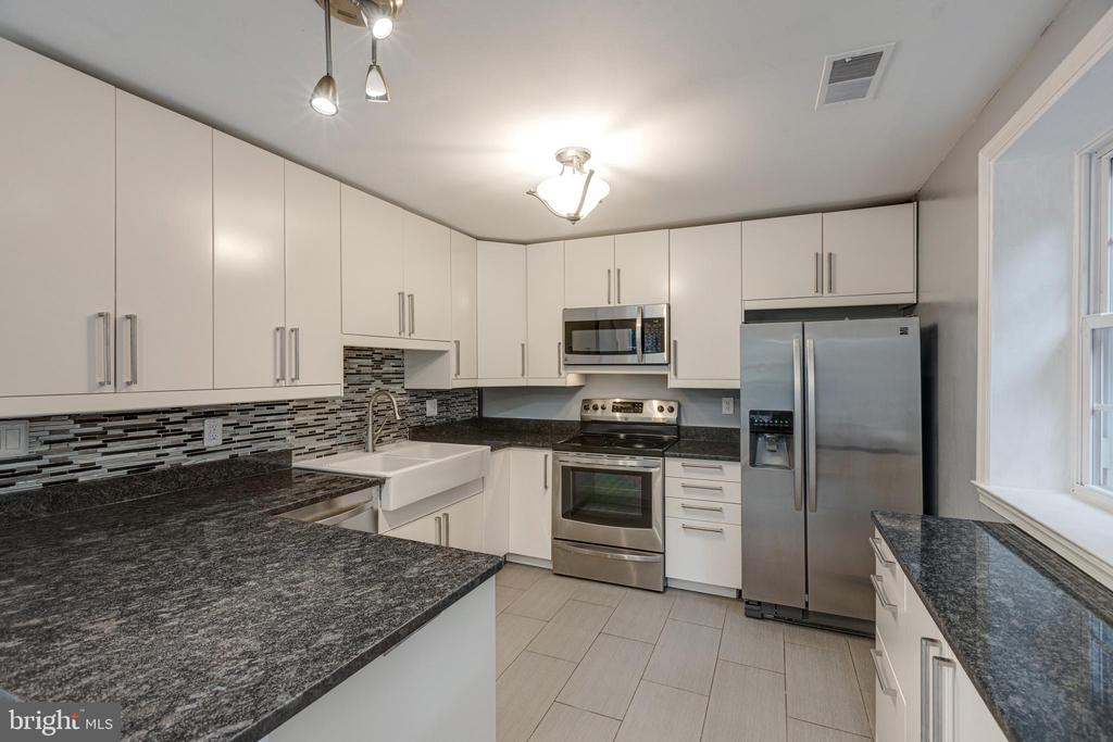 Efficient yet stylish layout and design - 5975 FIRST LANDING WAY #3, BURKE