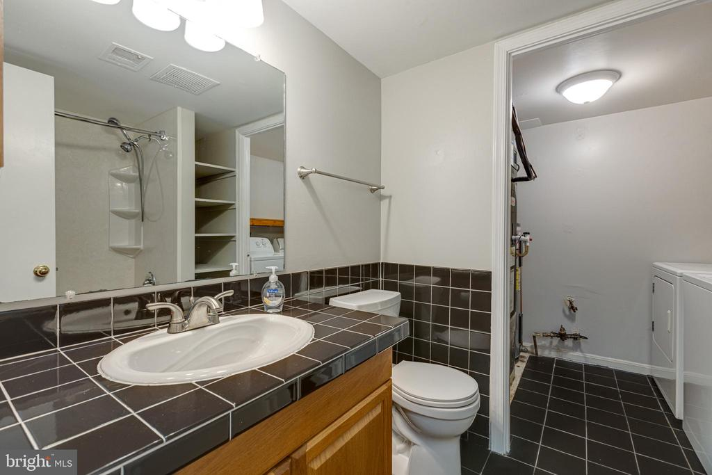 View of laundry room from bathroom - 5975 FIRST LANDING WAY #3, BURKE