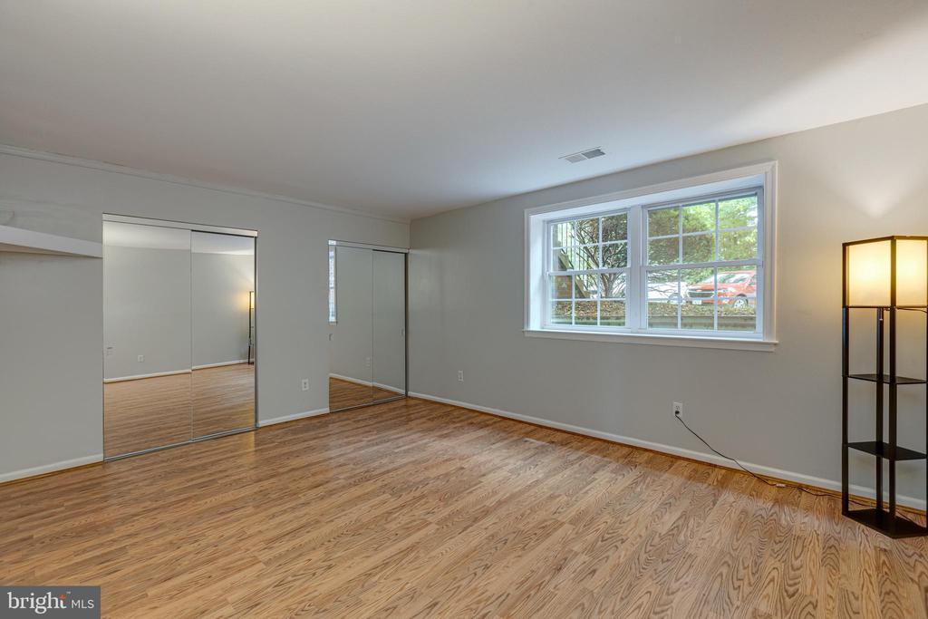 Spacious Primary Bedroom - 5975 FIRST LANDING WAY #3, BURKE
