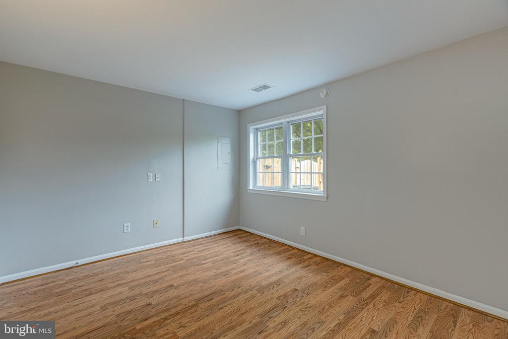 Second bedroom backs to patio - 5975 FIRST LANDING WAY #3, BURKE