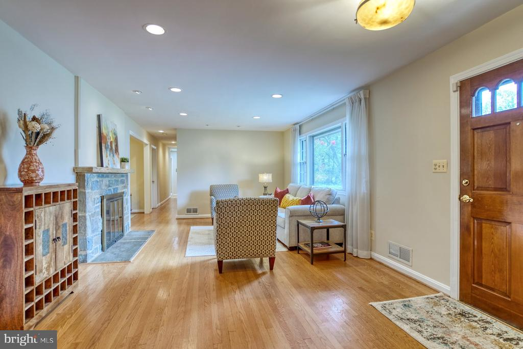 hardwoods throughout most of main level - 9900 MOSBY RD, FAIRFAX