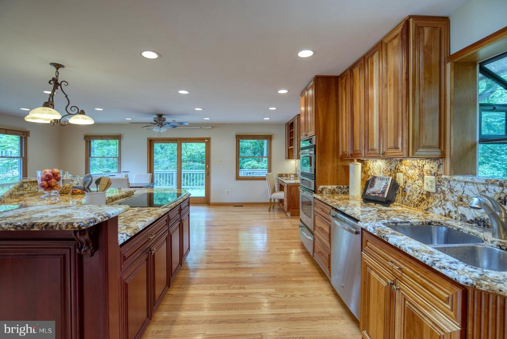 high-end finishes - 9900 MOSBY RD, FAIRFAX