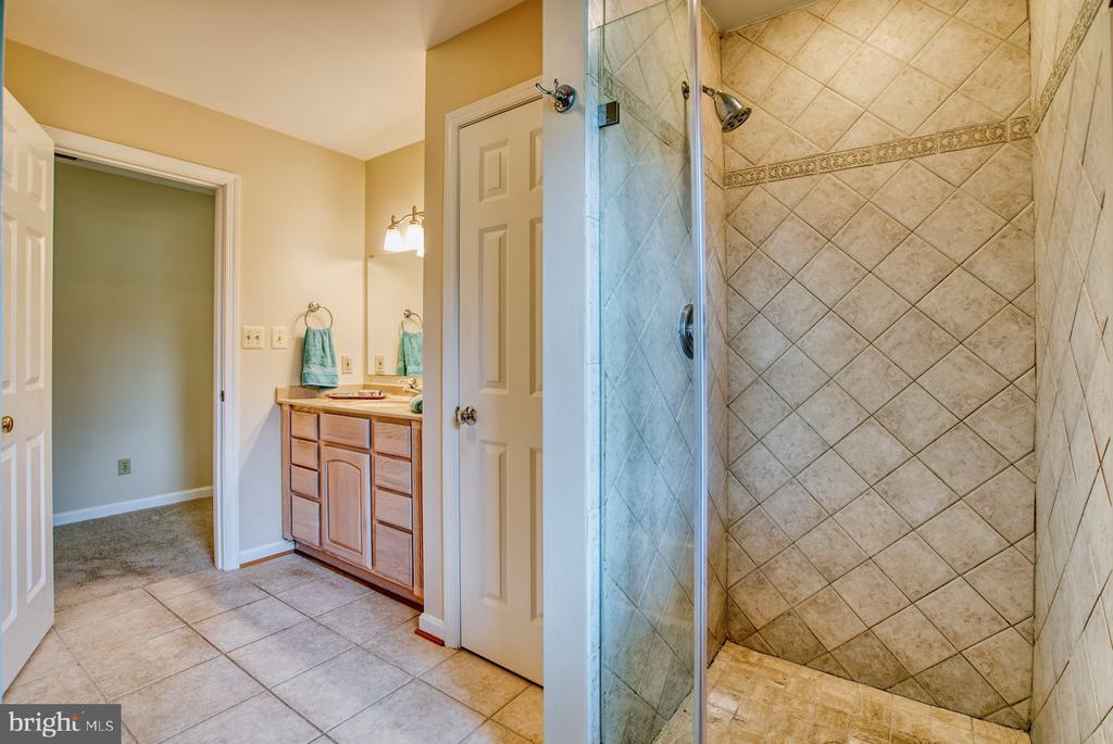 separate shower - 9900 MOSBY RD, FAIRFAX