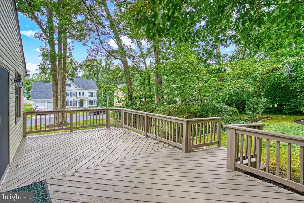 large deck off kitchen - 9900 MOSBY RD, FAIRFAX
