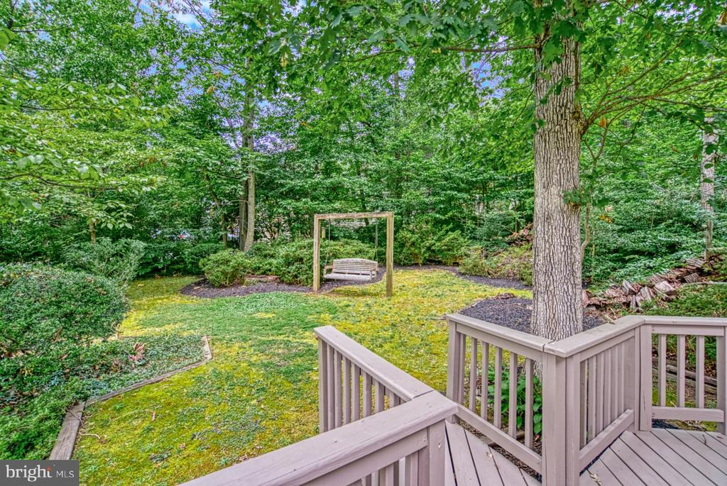 mature landscaping - 9900 MOSBY RD, FAIRFAX